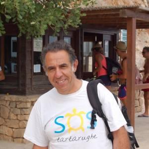 Foto profilo Carmelo Nicoloso con turisti sullo sfondo