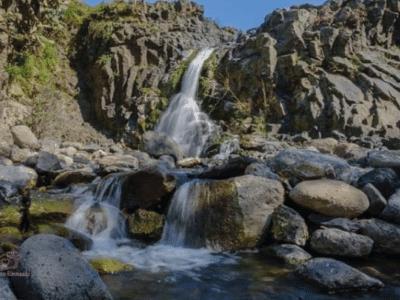 Escursione Oxena Veduta ampia anfiteatro lavico cascate isolanipercaso