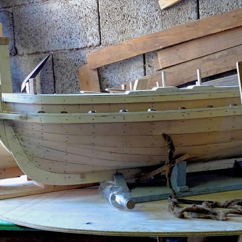 Modellino barca di legno in lavorazione