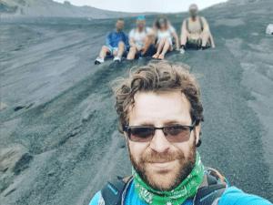 Guida naturalistica sull'Etna con sfondo escursionisti