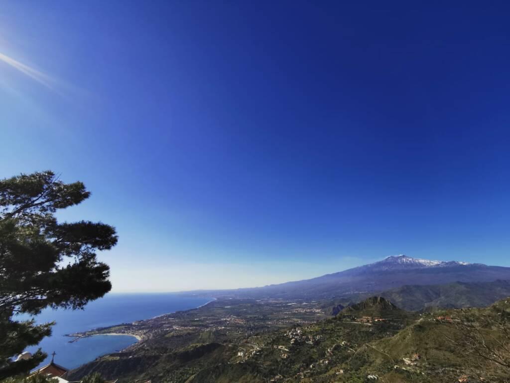 Panorama dall'alto Taormina con vista Etna