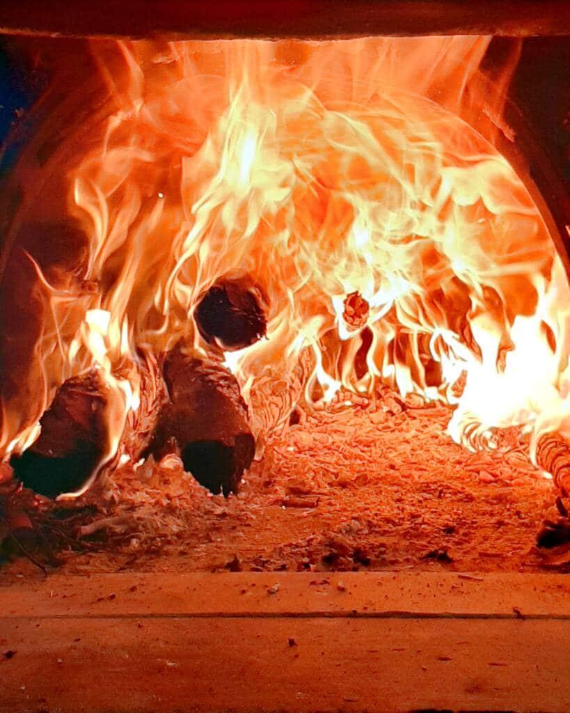 Forno con fiamme