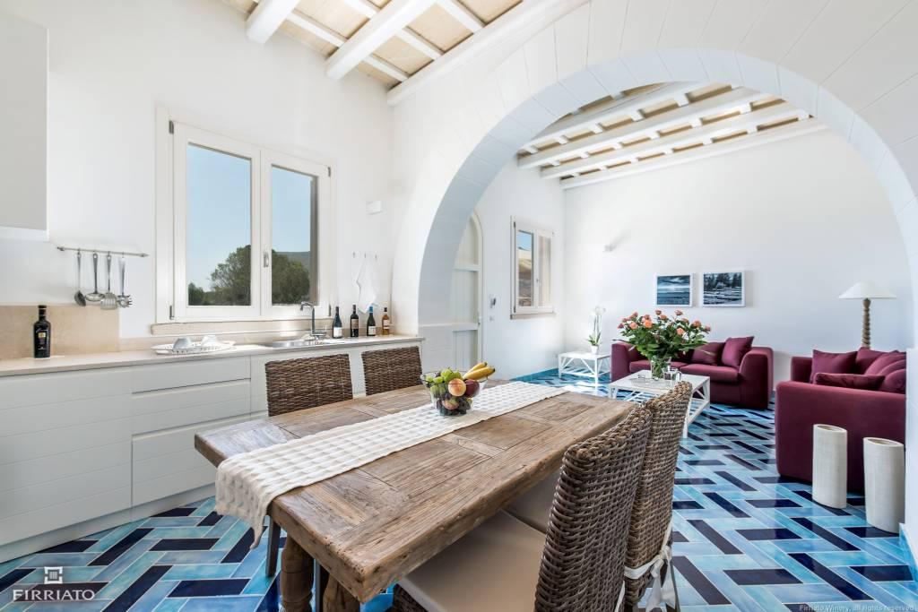 Camera da pranzo appartamento struttura a Favignana