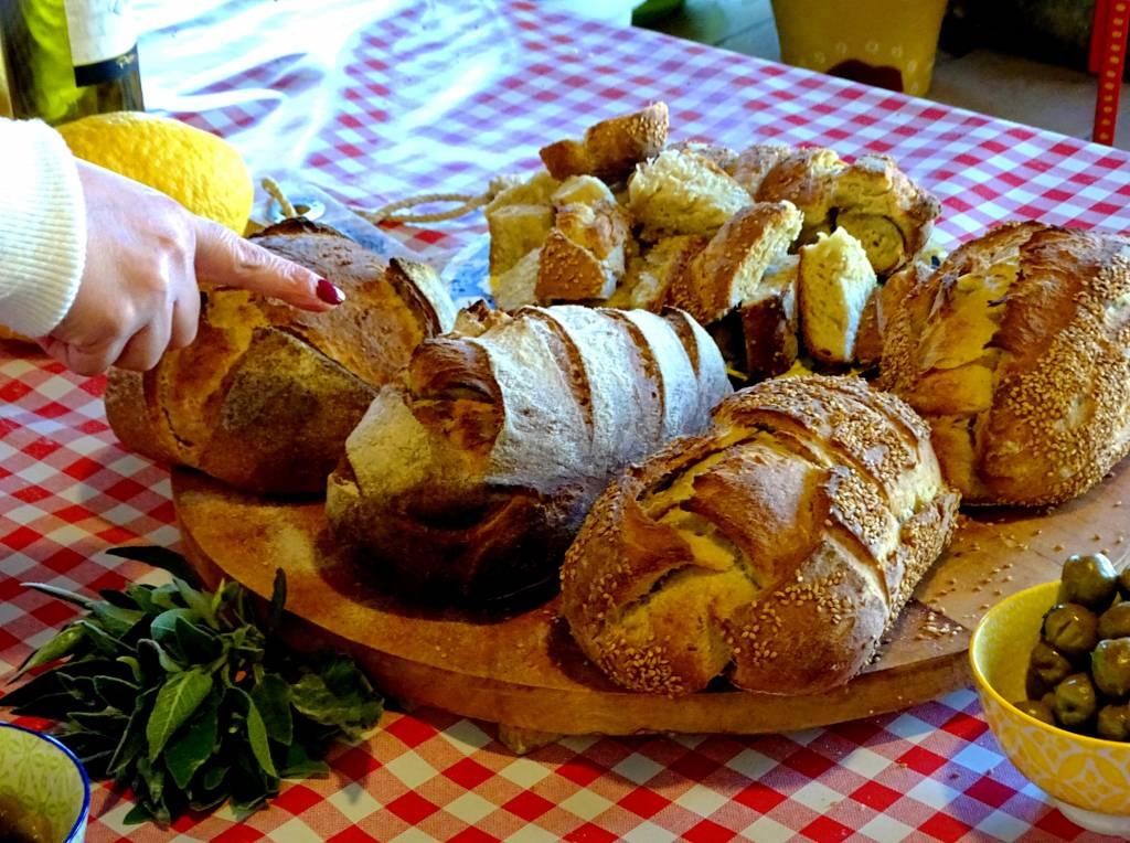 Tagliere di pane fatto in casa