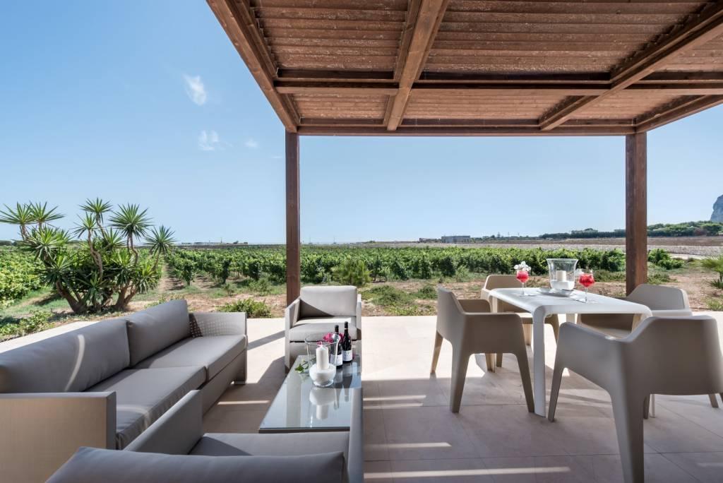 Vista sui vigneti dalla terrazza di Calamoni - Favignana