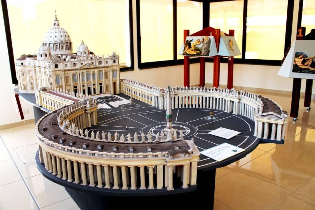 Plastico al museo Tattile di Catania
