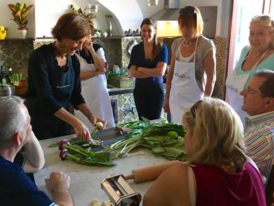 Roberta che da lezioni di cucina