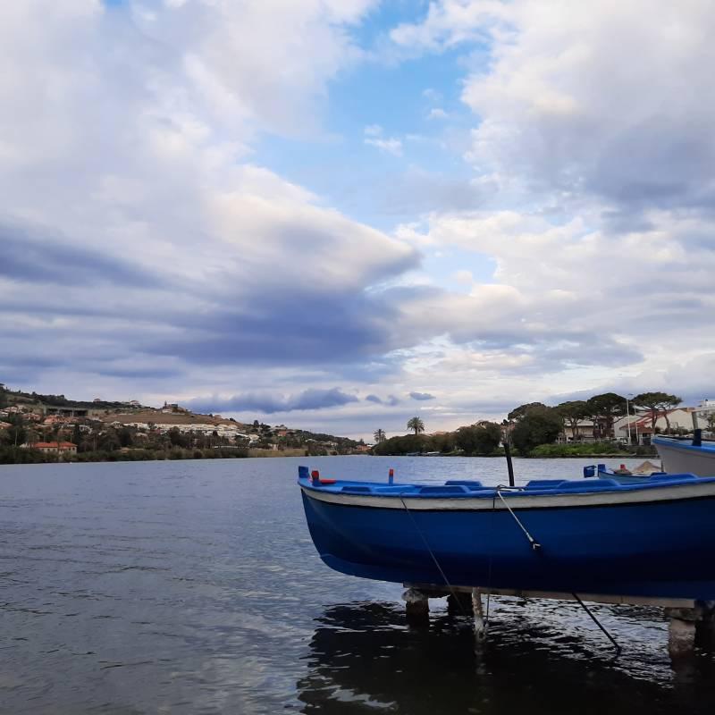 Lago grande di Ganzirri e barca di pescatori