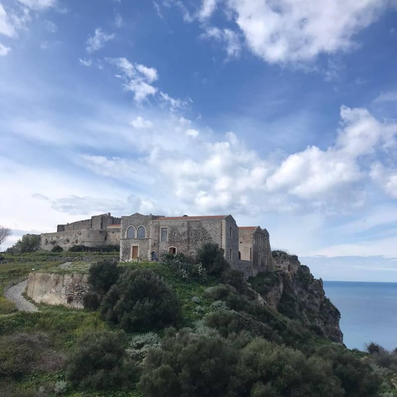 Vista del Castello di Milazzo sul promontorio